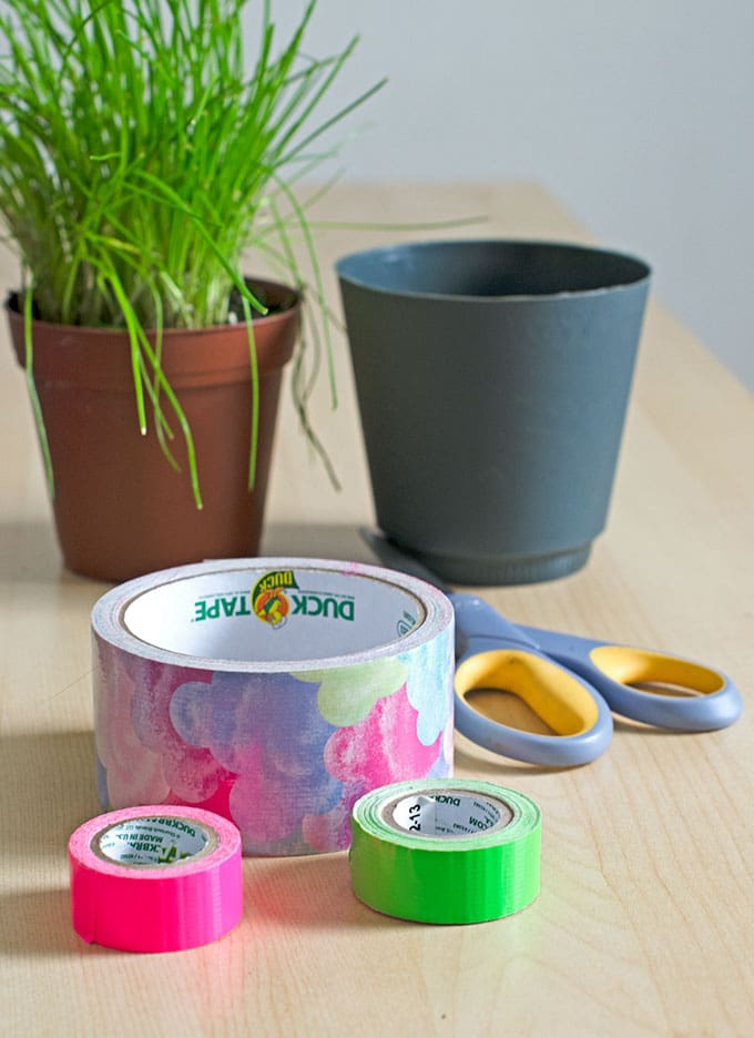 Duck tape flower pots with bow for Pot painting materials required