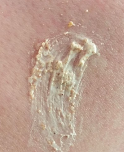 St-Ives-Apricot-Scrub-closeup2