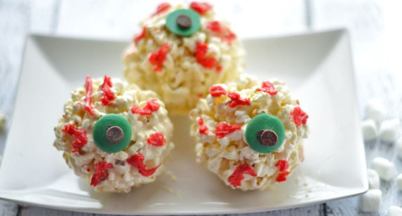 Looking for a fun Halloween dessert recipe that's a little spooky? Check out our Halloween Eyeball Popcorn Balls recipe!
