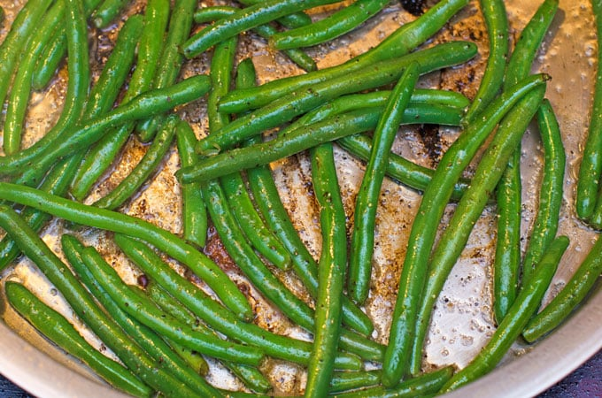 Green-Beans-in-the-pan