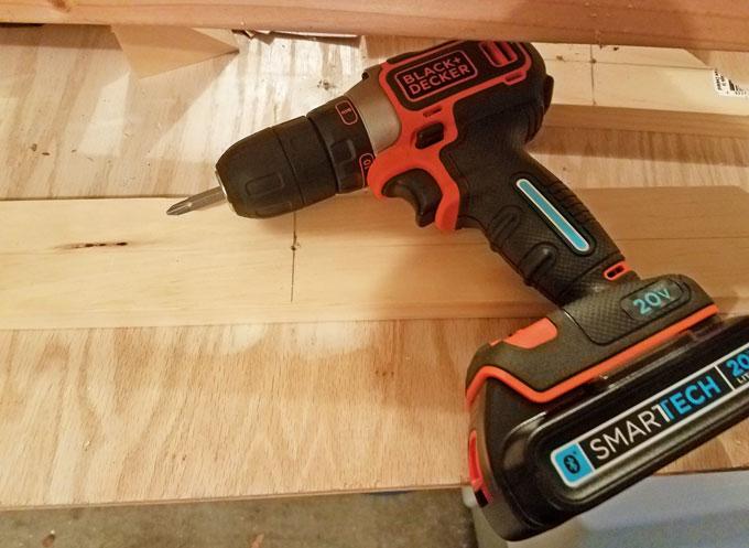 diy-wood-christmas-tree-blackdecker-drill